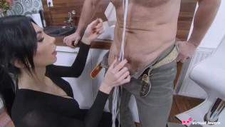 Старая невеста в фате отсасывает член молоденького свидетеля и занимается сексом