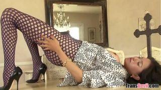 Смазливая казахская домохозяюшка с шикарными буферами